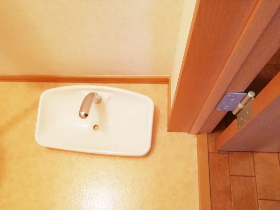 トイレのタンクを掃除
