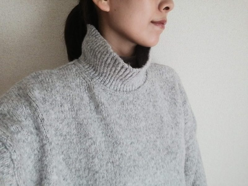 無印良品ストレッチフライス編みハイネックTシャツでニットのチクチク防止